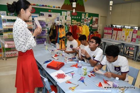 学习剪纸-曼谷基督教孔子课堂举办 魅力中国 孔子日 活动